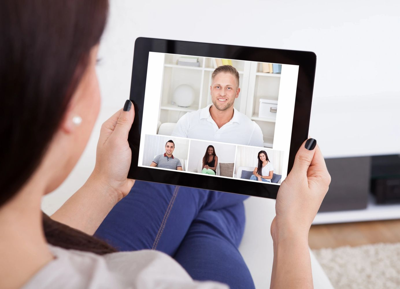Virtual conferencing e-mediation