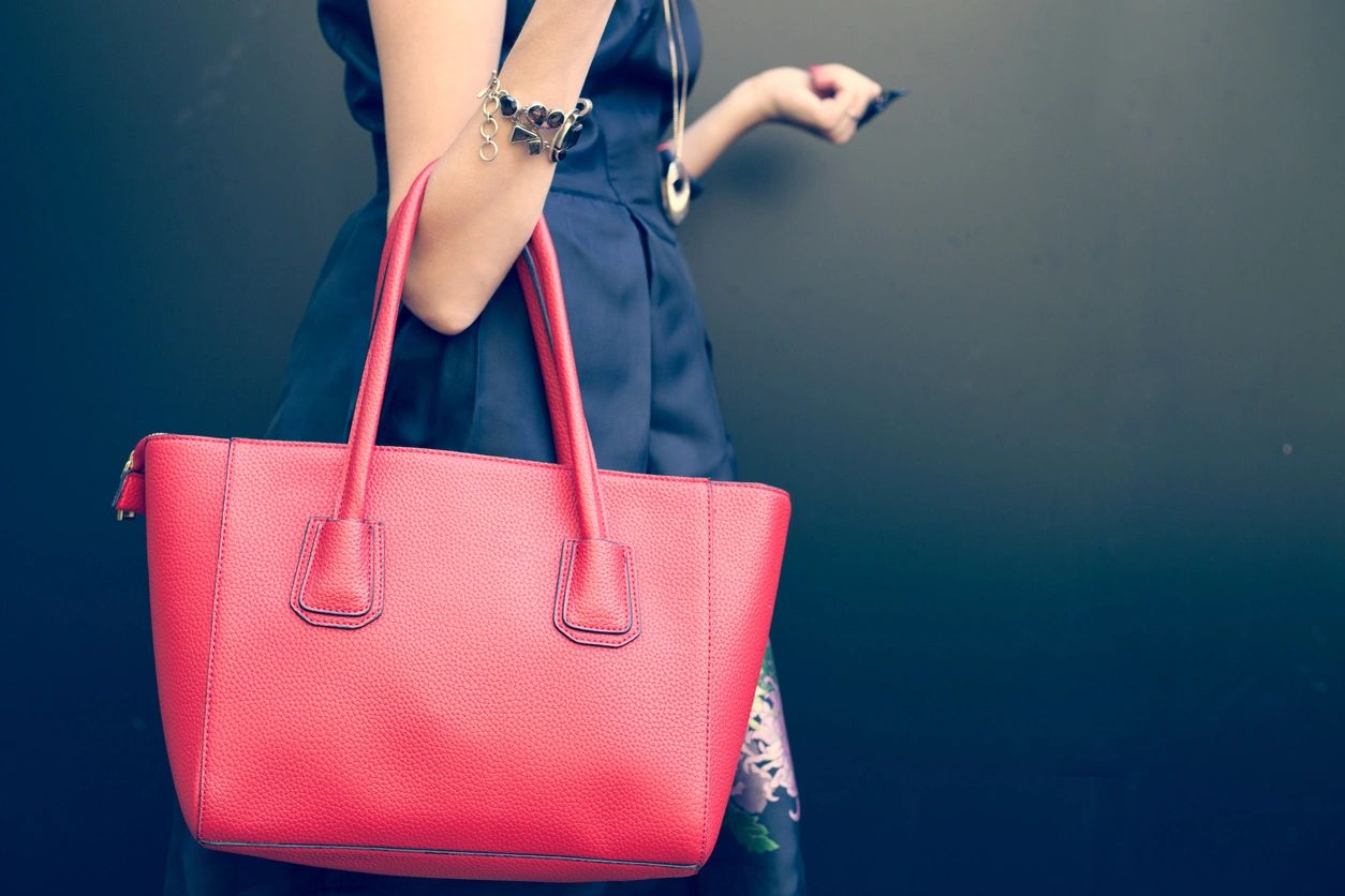 how to clean and organize your purse