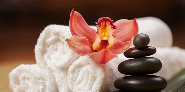 Hot stone Massage for a perfect relaxed body with  Perfectspa.ca