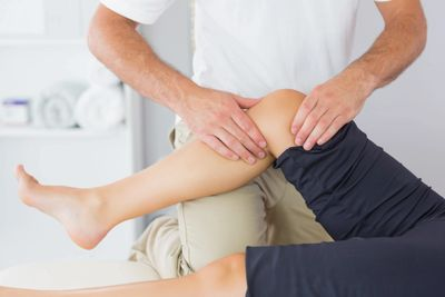 Knee pain physiotherapy treatment offered by the Home Physios in London