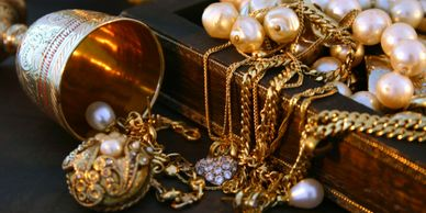 Ship District Delivers Valuables such as Jewelry and Collectibles!