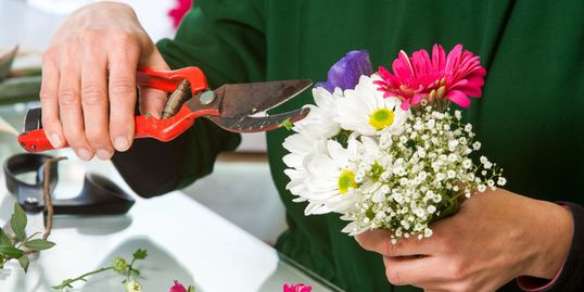 wedding flower delivery florist bride and groom flowers.  budget-priced-wedding-flowers, cheap