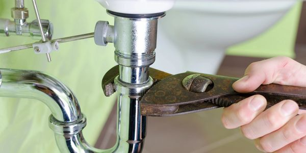 Lennard's Plumbing repairs and replaces many types of residential and commercial plumbing.