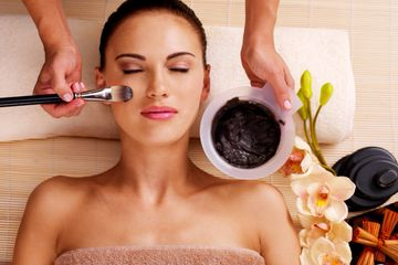 Facials, Dermaplaning, extractions, exfoliation, skincare, skin, clear skin, acne, anti-aging