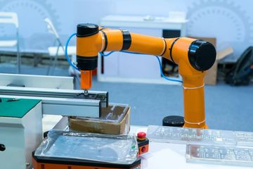 cobot collaborative robots using a camera to inspect parts, collaborative inspection