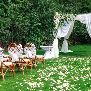 We also love a challenge however big or small,  planning your DIY wedding then look no further!