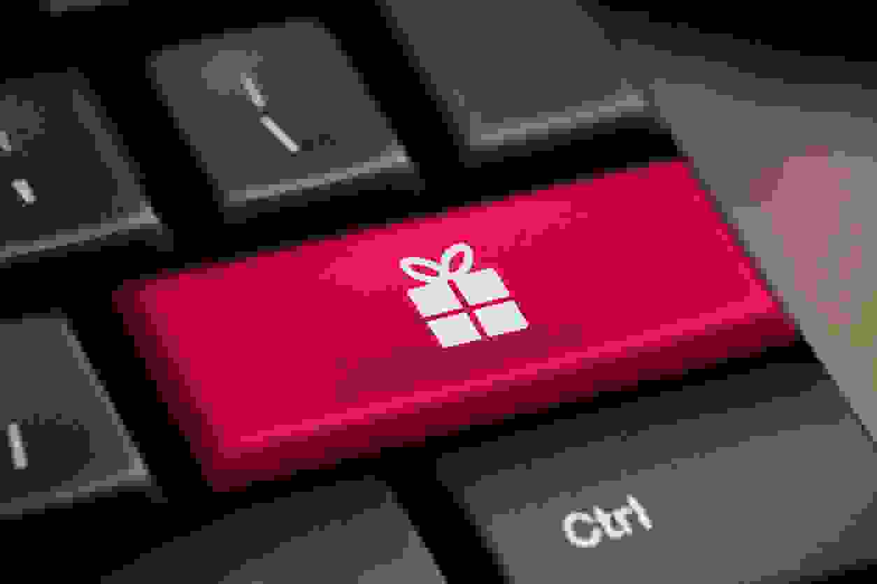 COMPUTER KEYBOARD BUTTON WITH PICTURE OF PRESENT