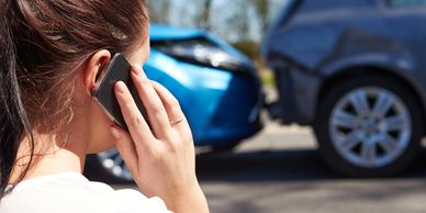 "<img alt= ""auto accident photo"" src=""photo.jpg""> ; <html lang=""en"">  Photo of accident/lady on phone"