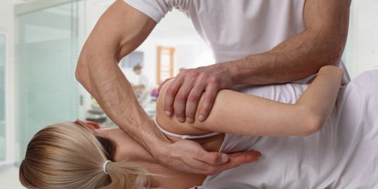 Chattanooga Chiropractor treating shoulder pain