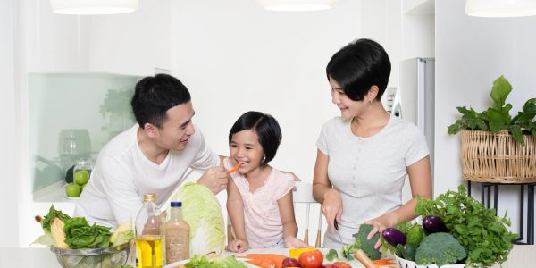 family health, pediatric, vegetables, vegetarian, vegan, fresh fruit, fresh vegetable, family time, parents, children