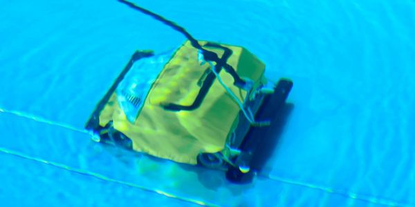 Entreprise underwater drone for inspection, filming and diver operation assistance
