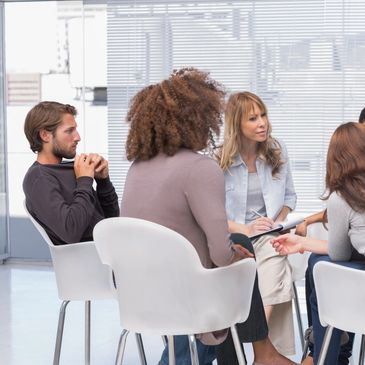 A professional consultant is facilitating a team coaching meeting