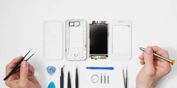 Fully equipped phone and tablet repair shop that comes to you.