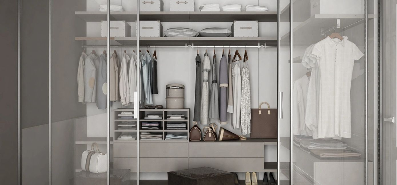 An organized closet? Yes please! Make getting dressed and out the door in the morning easy peasy. Ev
