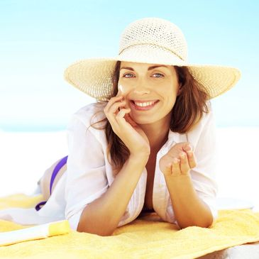 Applying sun protection while out in the sun is a must to avoid wrinkles, sun damaged skin