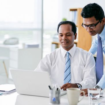A business person receiving assistance from an IT Engineer.
