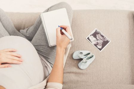 pregnant woman making a pregnancy plan