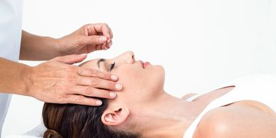 cosmetic acupuncture treatment by therapist