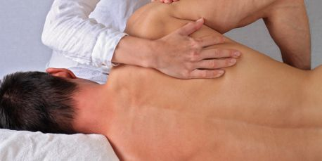 Shoulder treatment in a chiropractic health clinic
