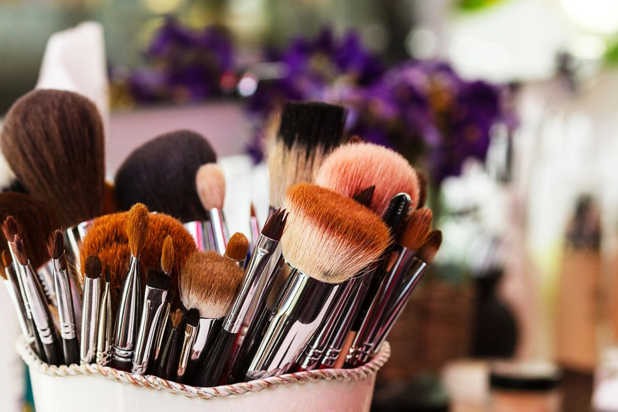 HOW TO ORGANIZE YOUR MAKE-UP